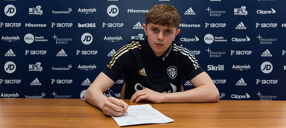 Max Dean signs professional deal