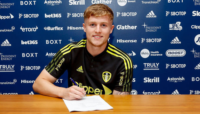 Liam McCarron signs new contract