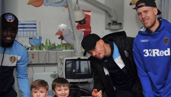 LEEDS UNITED SPREAD CHRISTMAS CHEER ON HOSPITAL VISIT