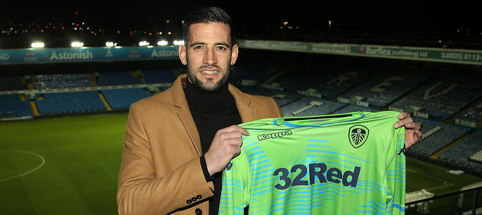 LEEDS UNITED SIGN KIKO CASILLA