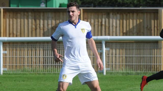 Lewie Coyle förlänger med Leeds